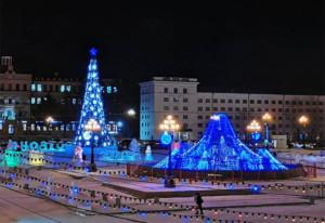 レーニン広場のロシア式巨大クリスマスツリー(ヨールカ)