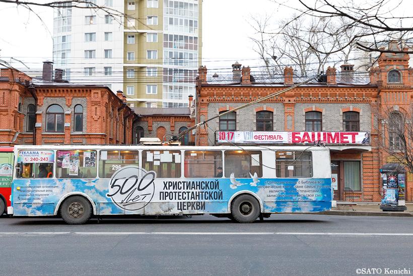 ハバロフスクのカラフルなトロリーバス