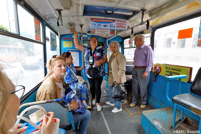 ハバロフスクのトロリーバス車内