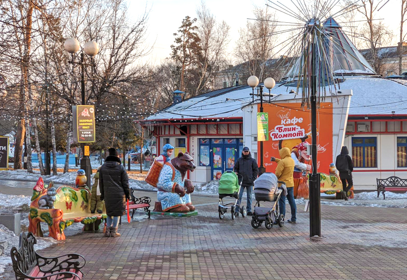 マースレニツァ会場内の子供公園の中にあるカフェ「ブリン・コンポート」