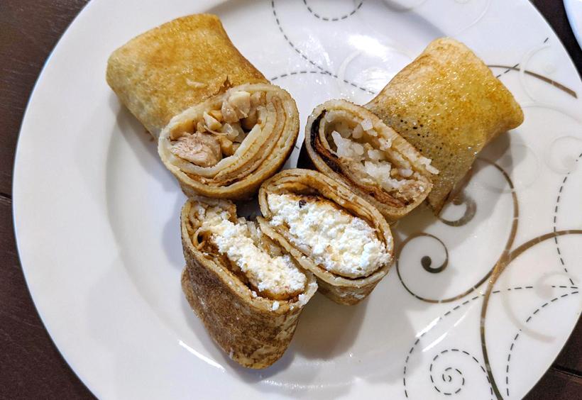 カッテージチーズ入りブリヌィ、お米とひき肉入りブリヌィ、キノコと鶏肉入りのブリヌィ