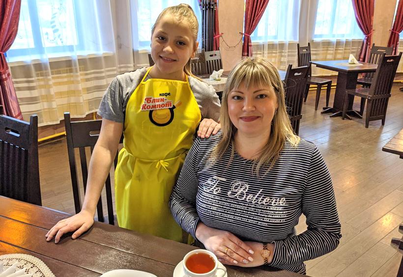 カフェ「ブリン・コンポート」のオーナーと娘さん