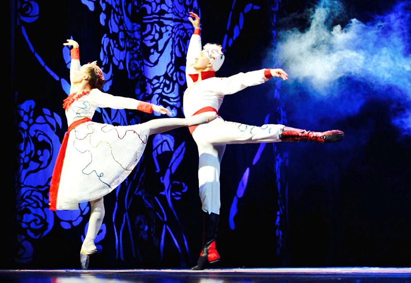 バレエ「赤いけしの花」舞台の様子
