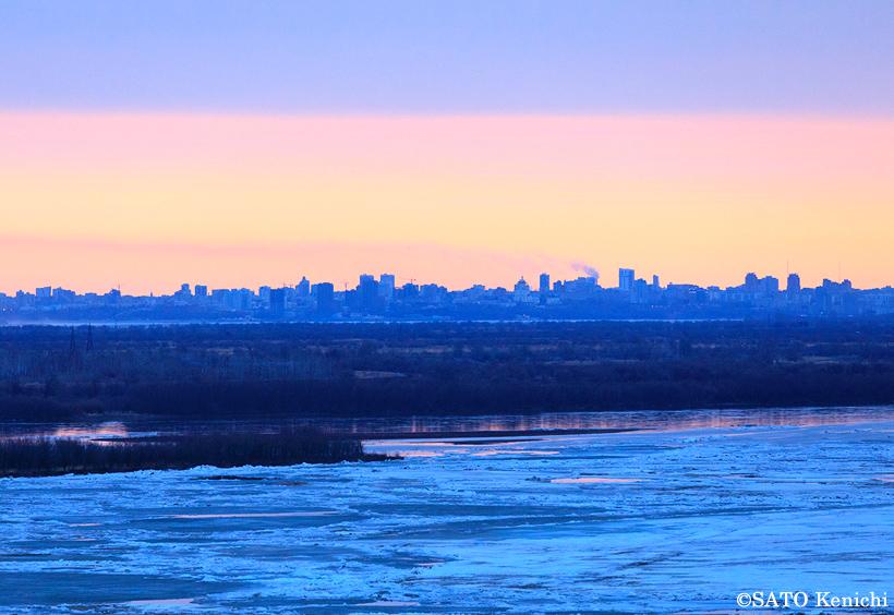 朝日を浴びるアムール川