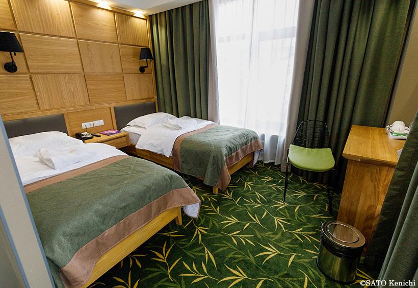 温かみのある深いグリーンを基調色とした客室