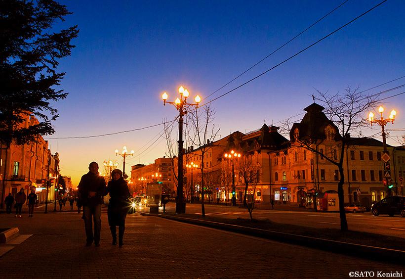 雰囲気のある夕暮れ時のムラヴィヨフ・アムールスキー通り
