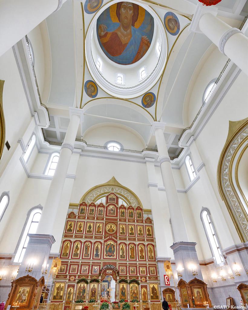 高いドーム天井にキリストの絵
