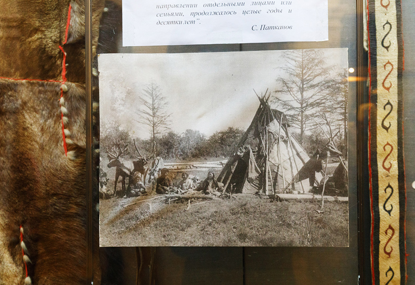 先住民のテントや衣装
