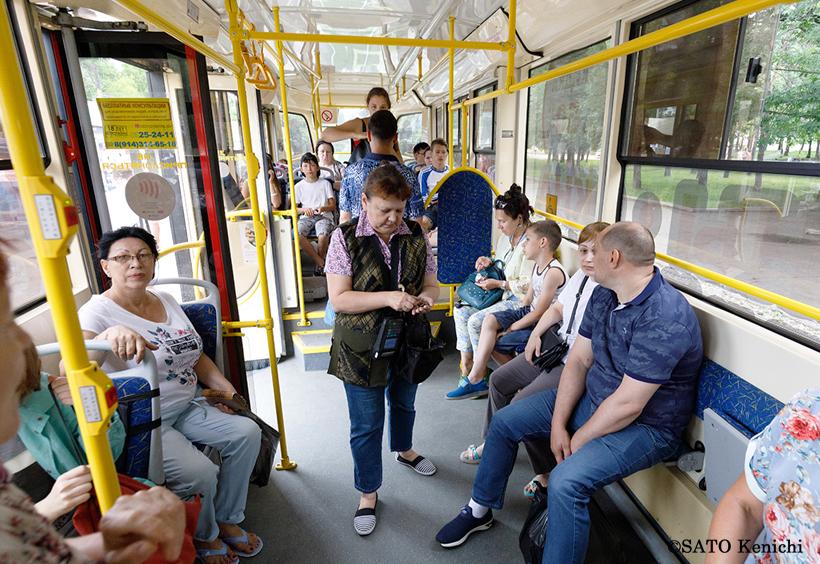 路面電車(Трамвай)の車内