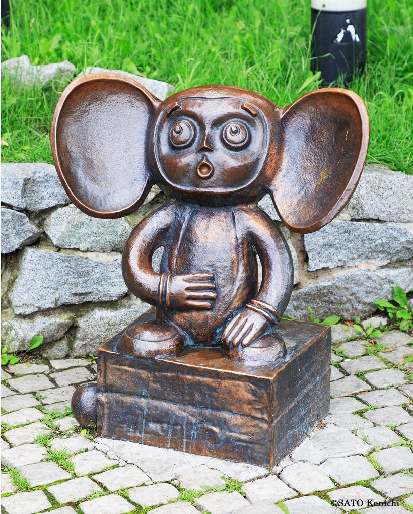 チェブラーシカの銅像