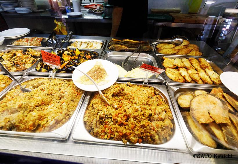 中央アジア風の炊き込みご飯で、ラムやチキンから選べるプロフもあります。