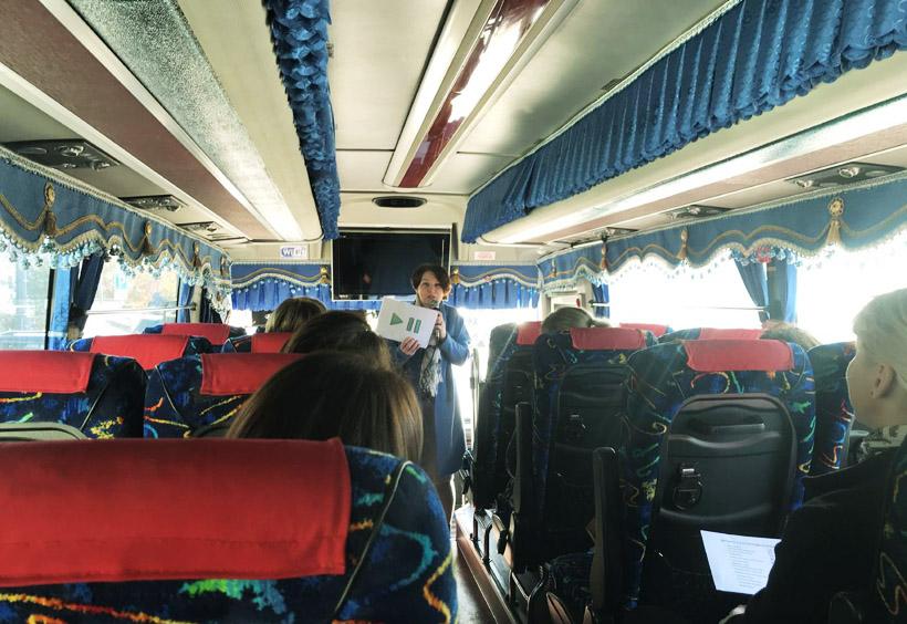 バスで暖をとれるため真冬の観光も安心です