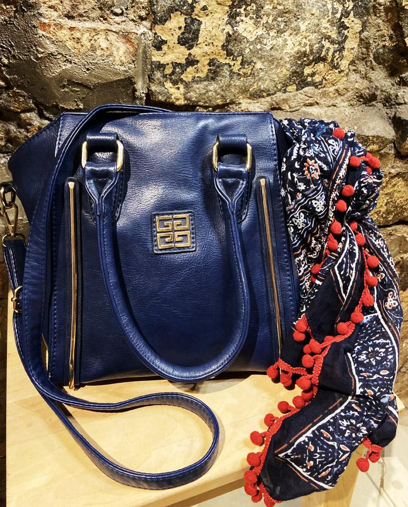 バッグはまだ全然使えますが、290ルーブル(400円)