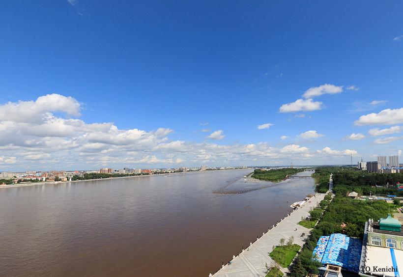 黒河のリバーサイドホテルの屋上から対岸のブラゴヴェシチェンスクの町並みを撮ったもの