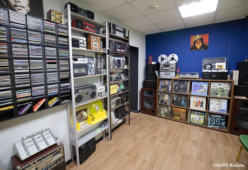 西側のロックやポップスのLP盤レコードなどの膨大なコレクション