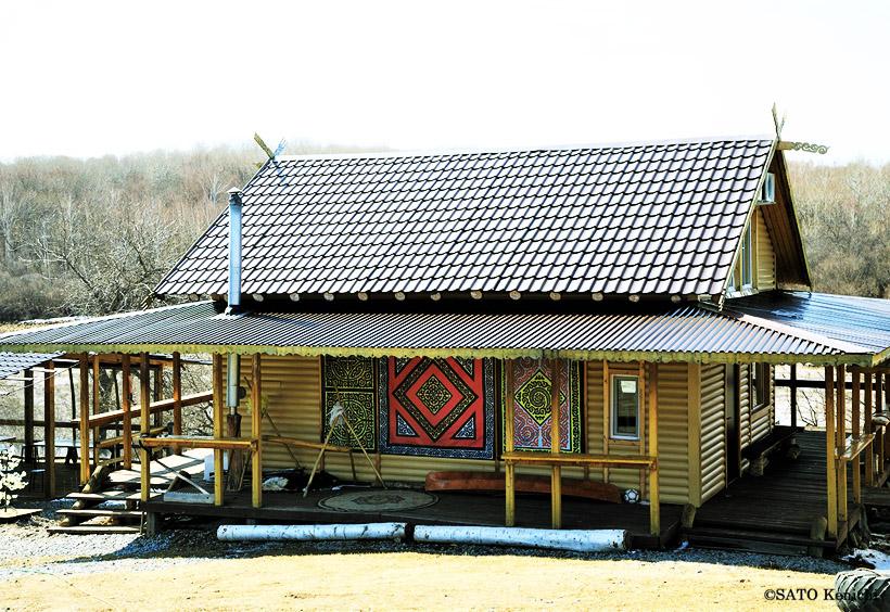 木造のコテージのような建物の博物館