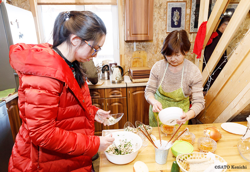 博物館の中にある調理場で、地元の女性たちが昼食の準備をしてくれました