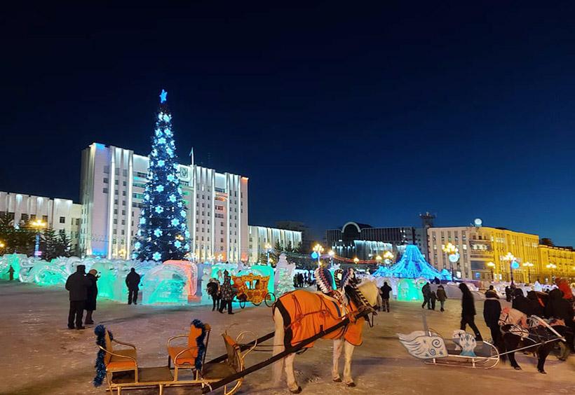 ロシアの広場でよく見かけますが、子供を乗せるアトラクションです
