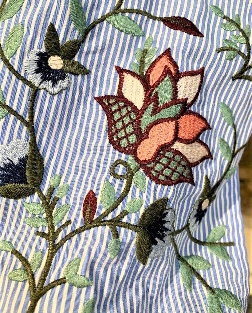 女性ものの古着にも、花柄の刺繍をあしらったものがたくさんあるそうです