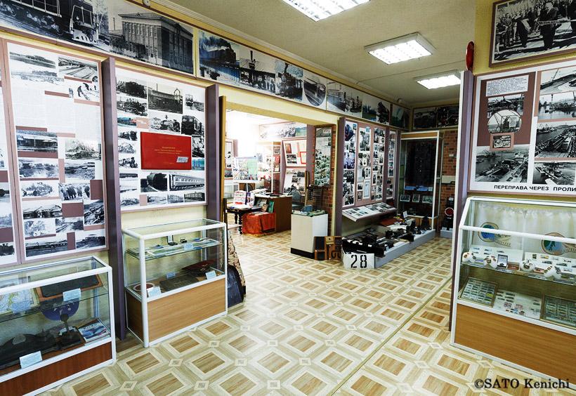 サハリン鉄道の歴史を解説する豊富な資料や写真が展示されています