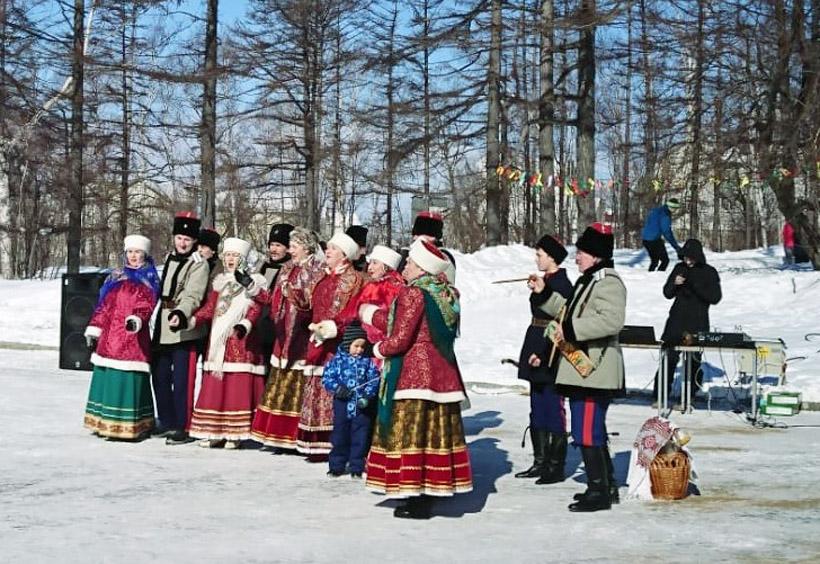 祭りのフィナーレ(最終日)には、民族衣装に着替えた村人たちの歌や踊りが見られるはず