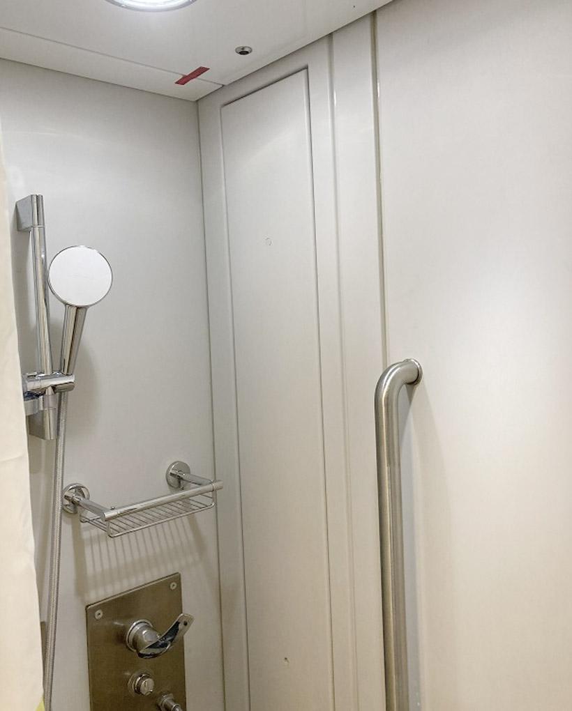 新型寝台車にはシャワー室も設置されている