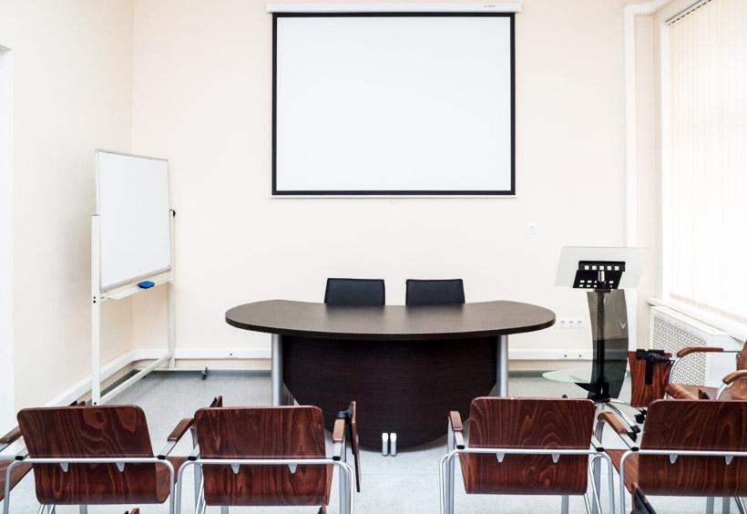 この教室では25人まで授業ができますが個人レッスンにも利用可能