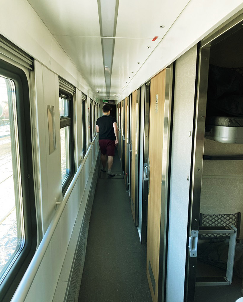 古いドイツ製の客車の車内。30年近く使われてきたとは思えない程、車内はリノベーションされていました