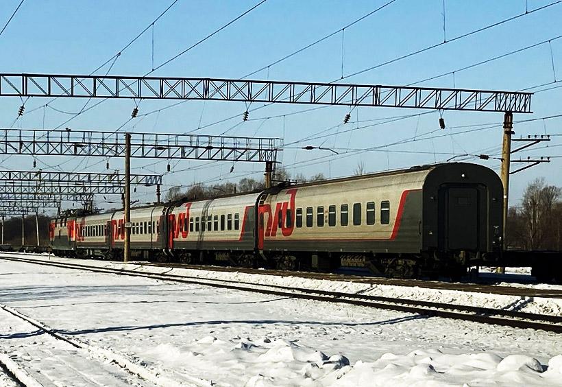 ウラジオストクに向けて走り去って行く102列車。この日は4両編成でした