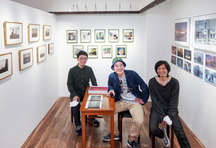右から松川さん、山端さん、小池さん。三葉堂寫眞機店ギャラリーにて