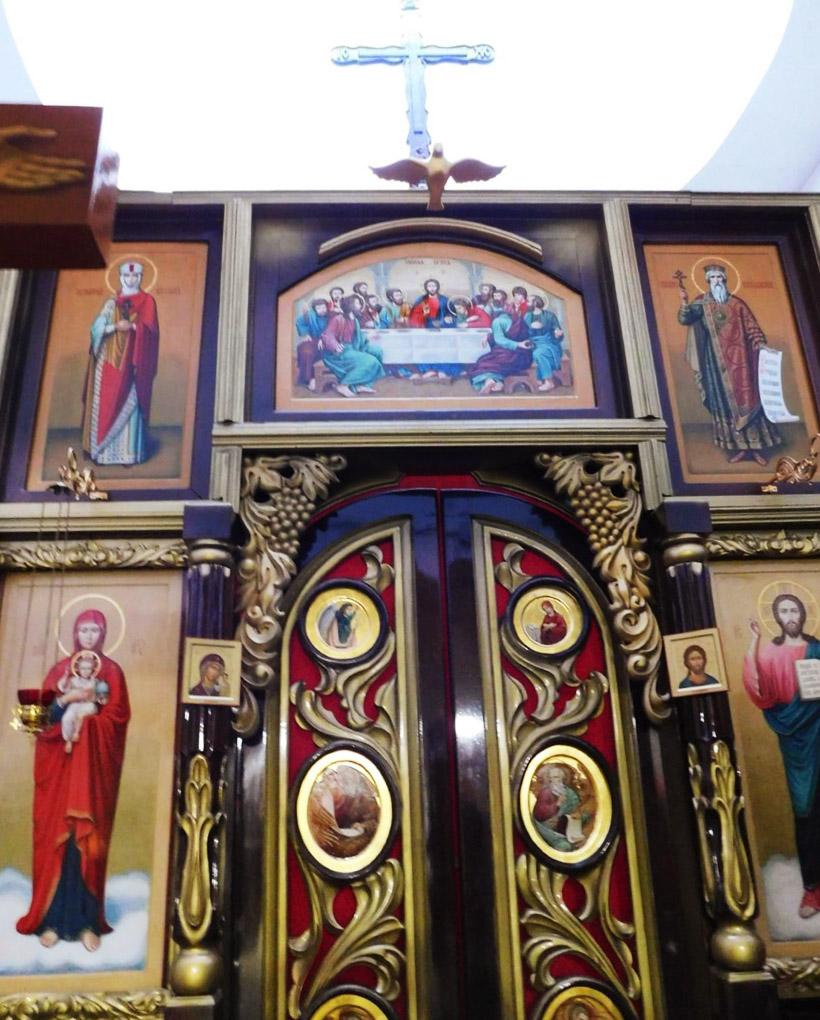 ミサのとき、この扉が開いて司祭が現れます