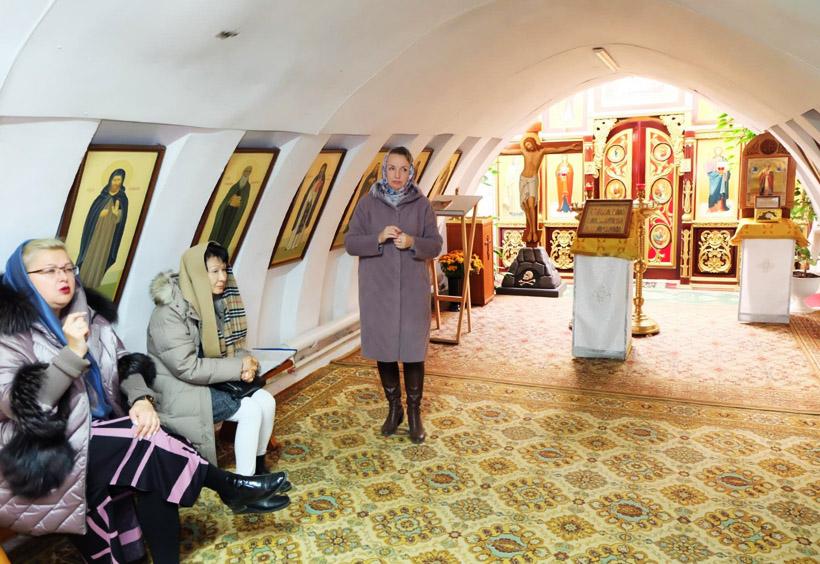 地下教会では、ロシア正教の古い聖歌を聞くことができます