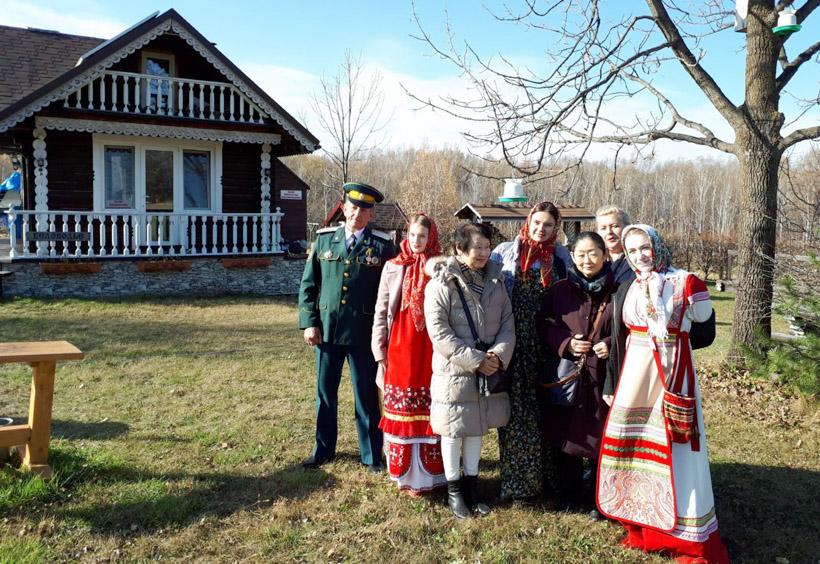 ロシア正教会を中心に約20世帯の人々が住んでいます