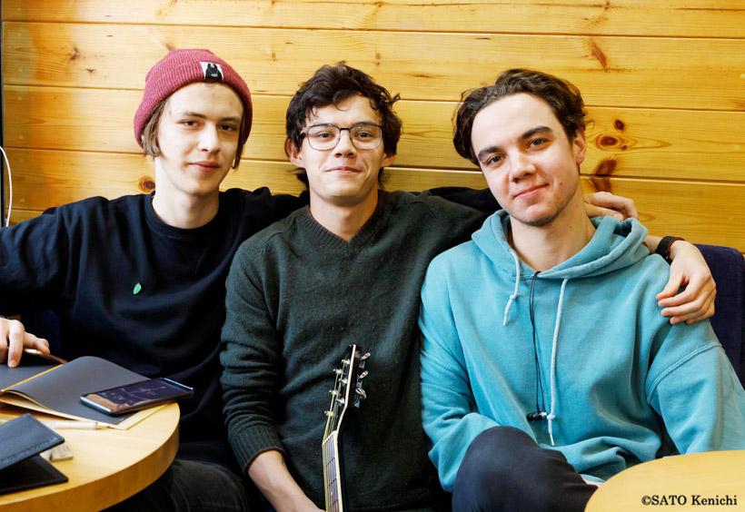 店にいた地元のバンド仲間の3人組
