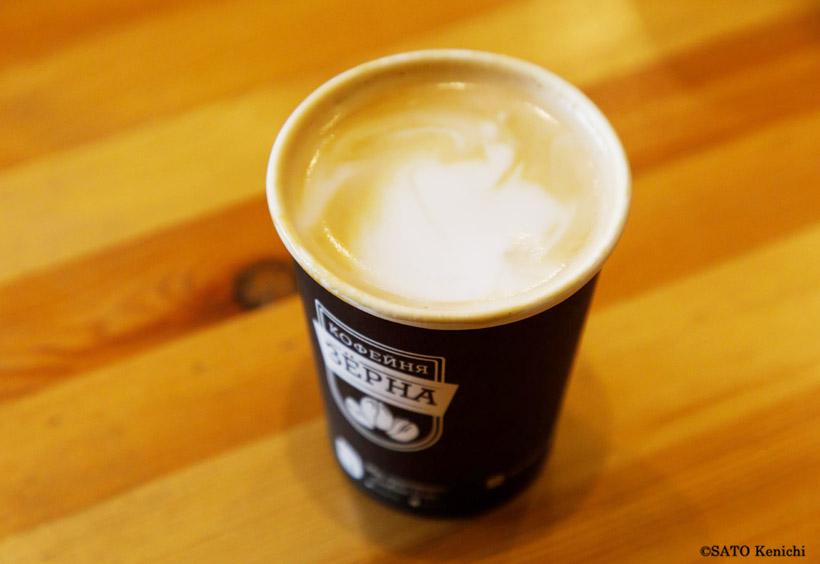 ブレンドコーヒー150ルーブル(約260円)。その場ですぐにドリップしてくれます