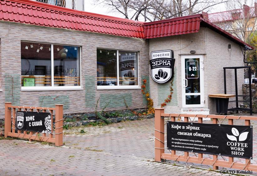 地元で人気のロシアの大衆食堂スタローヴァヤのマルーシャの隣にある