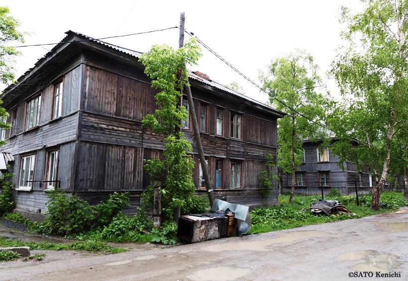 日本時代を偲ばせる、木造の古い家屋が残っています