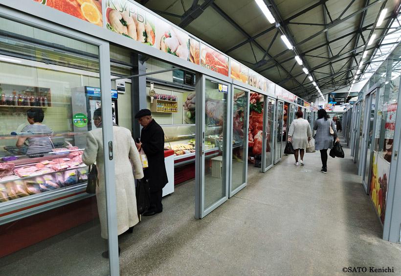 市民の日常生活に必要な食材や衣類、雑貨などを扱う自由市場