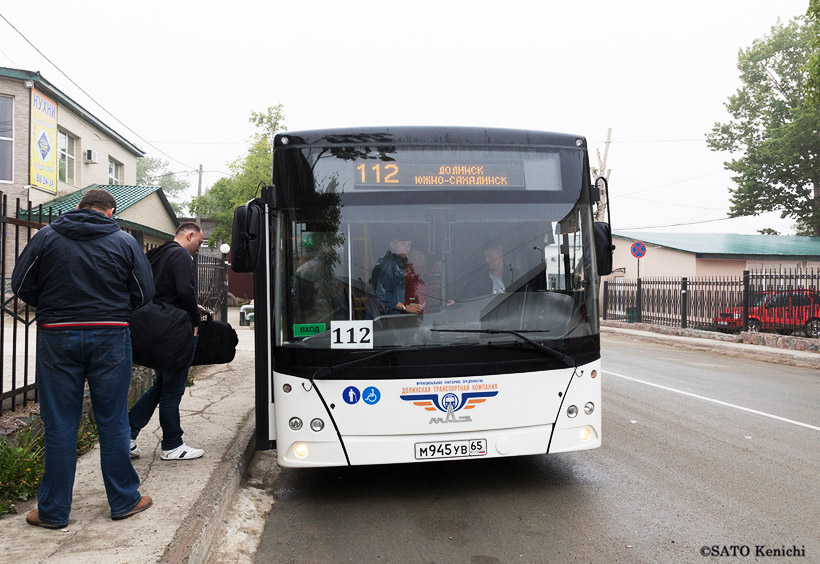 ふつうの路線バスが走っています。片道140ルーブル(当時)