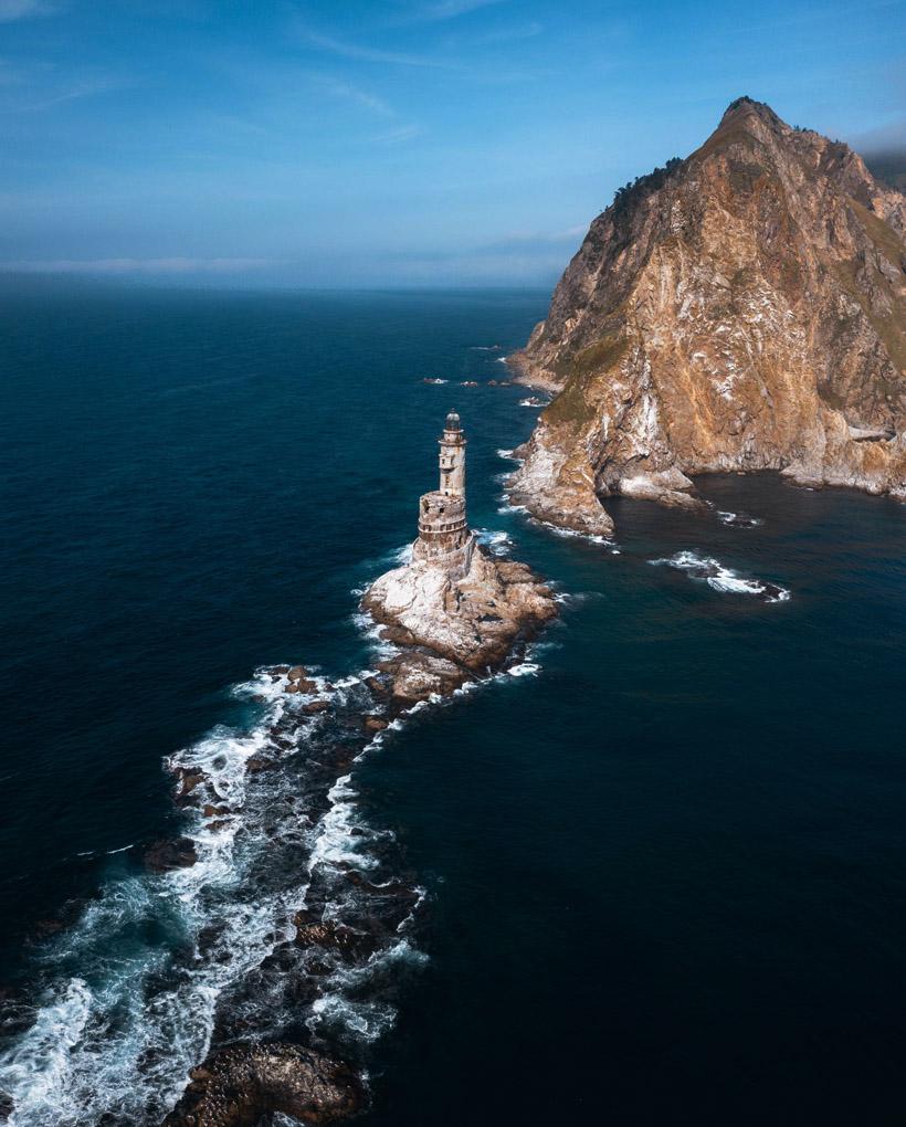 ノビコヴォ村からボートに乗り込み、アニワ灯台に向かいます