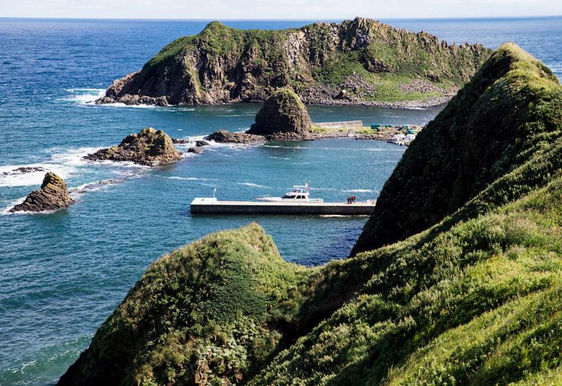 2006年にモネロン島は海洋国立公園に指定され、観光客が滞在できる宿泊施設が建設されました