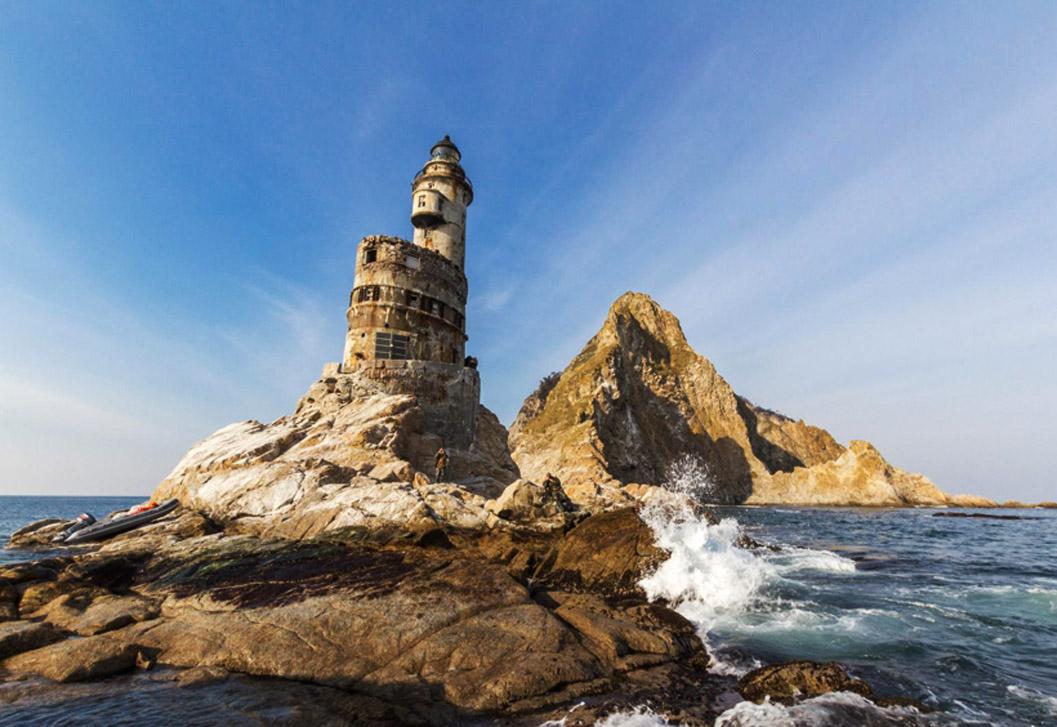 世界で最もアクセスしにくいアニワ灯台の廃墟の美に驚嘆する