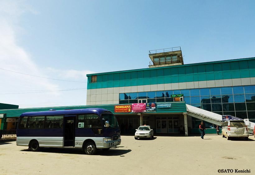 ホルムスクのバスターミナルです