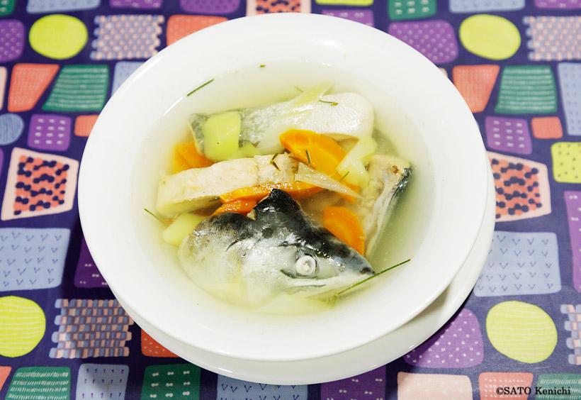 オホーツク海でとれたサーモン入りの魚のスープ「ウハー」